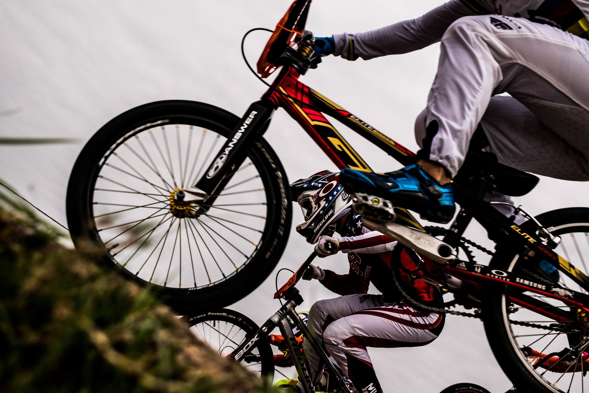 Should I buy flat or SPD pedals for my mountain-bike?