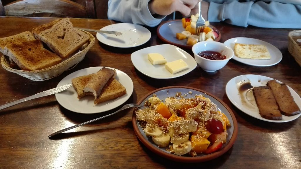 Vegan and vegetarian breakfast in El Encuentro