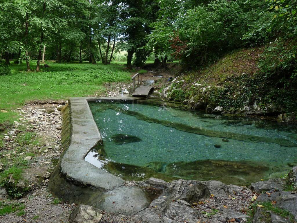 Klevevž natural thermal water pool